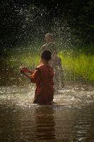 Lo Lei Monastery –  novice monks splashing water