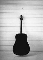 Black acoustic guitar - Film