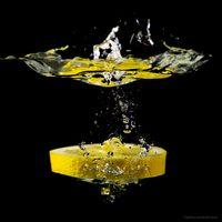 Lemon drops in water