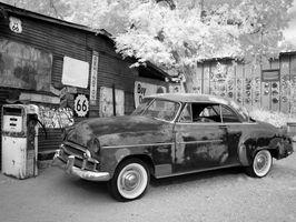 Black-and-white-car-vintage-retro