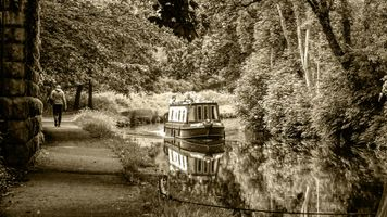 Narrowboat on the Calder & Hebble