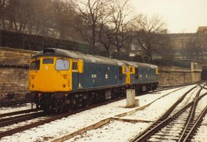 26005 & 26007 @ Waverley 15feb86 - Steve Houlker