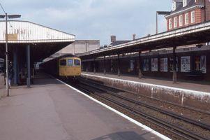 33010 arr Woking on Yeovil Waterloo 6may80 - John Atkinson