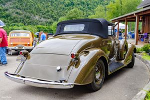 Rear view of 1930's Oldsmobile 8 convertible - Antique Car