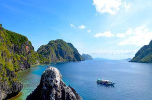 Island-hopping-tropics-philippines-palawan-beach-tropical