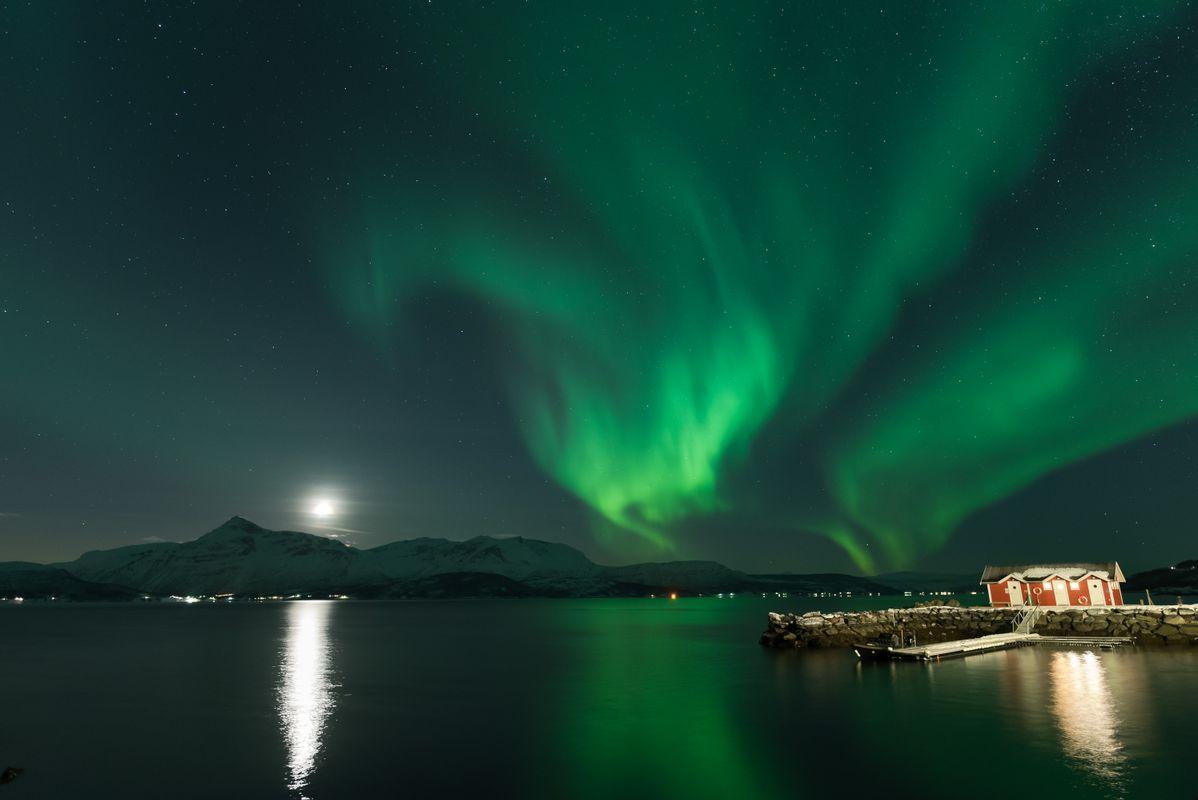 Northen lights over the bay