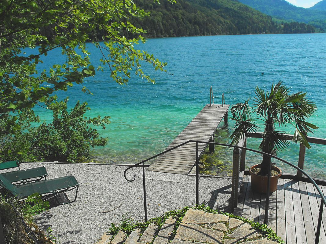 On the photo you can see a footbridge jutting out into the beautiful blue lake of fuschl am see
