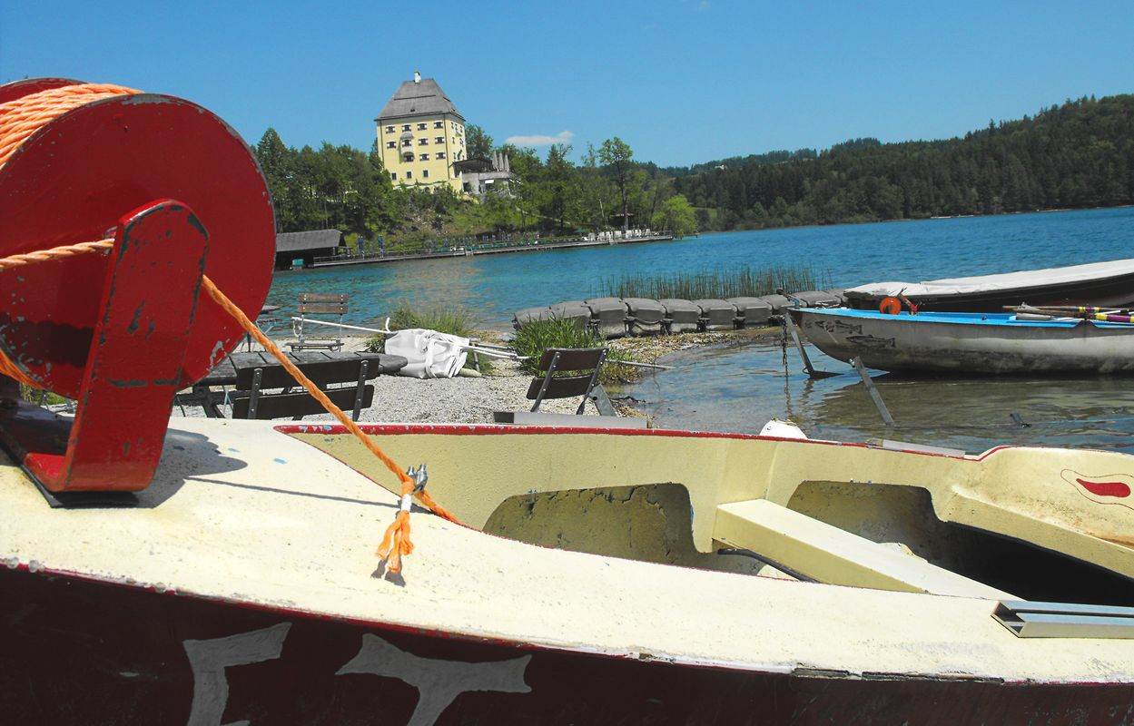 On the picture you can see the castle of fuschl and the lake of fuschl am see and some boats