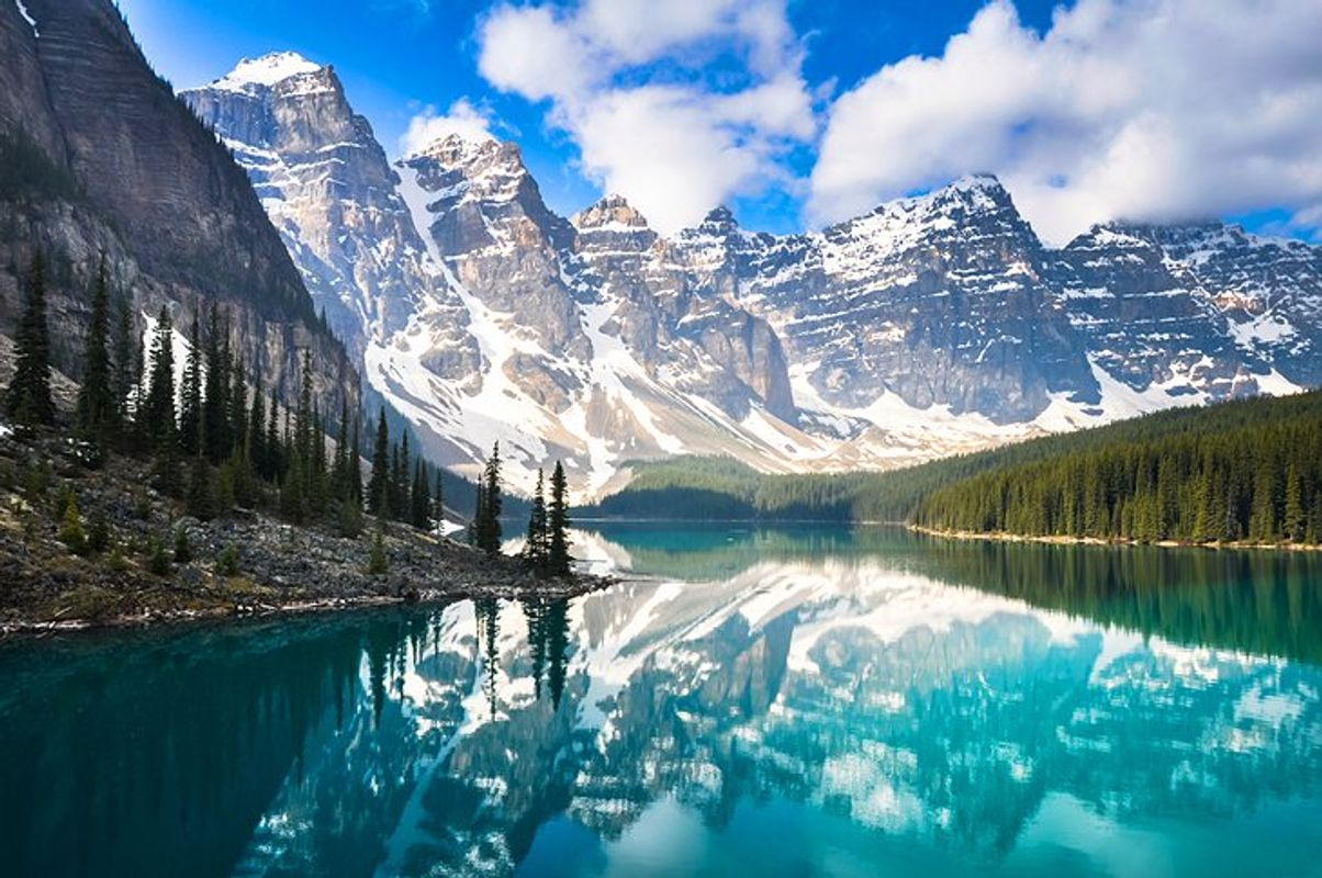 Canada-in-pictures-beautiful-places-to-photograph-morraine-lake