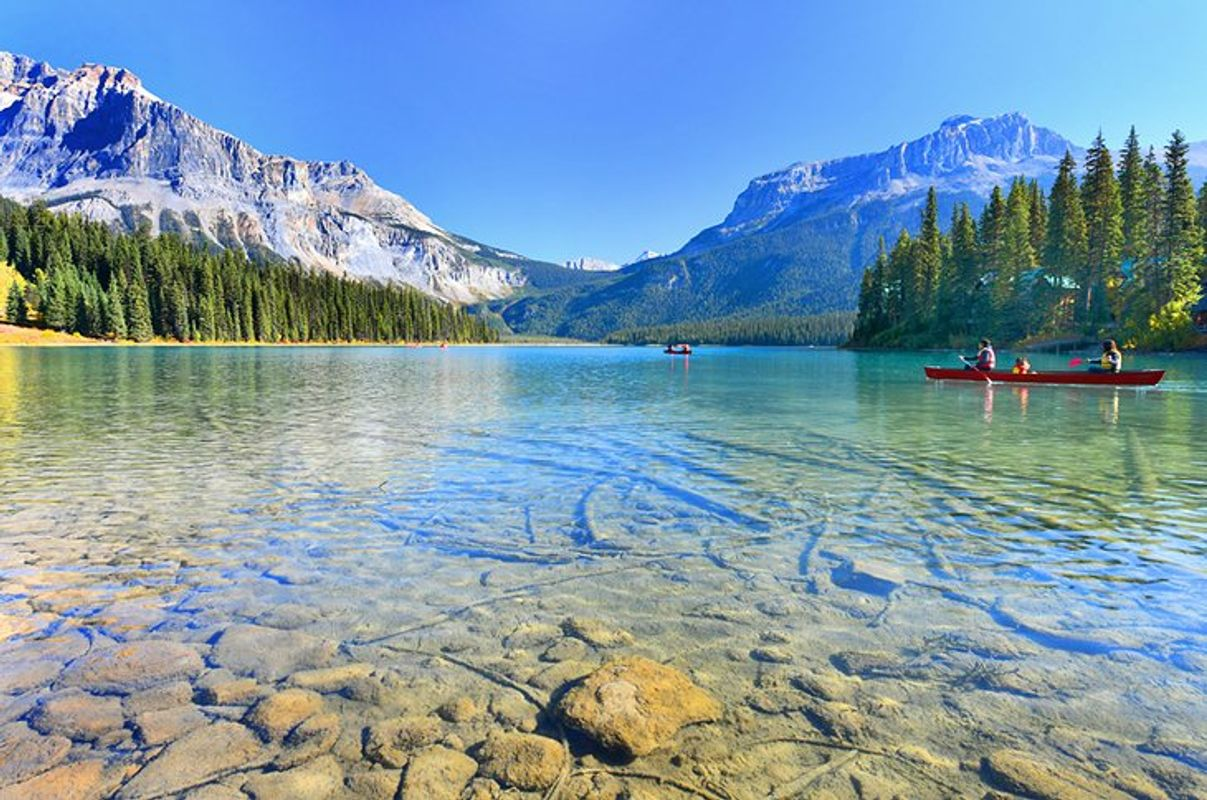Canada-in-pictures-beautiful-places-to-photograph-yoho-national-park-emerald-lake