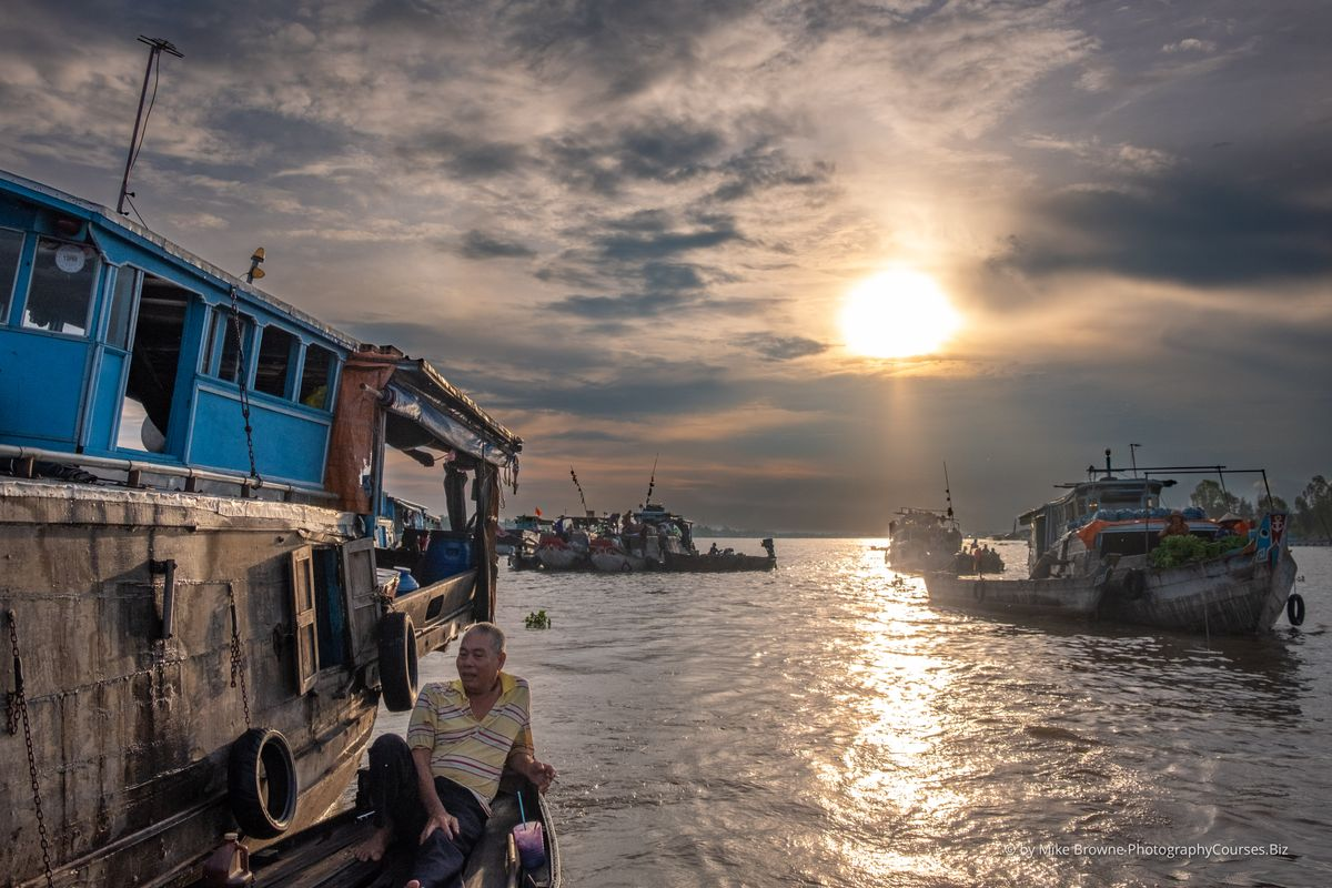 Sunrise - Chau Doc Floating Market 3