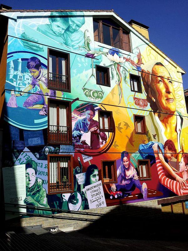 Graffiti-women-feminism-different-ages-vitoria-gazteis-urban-art-mural-painting