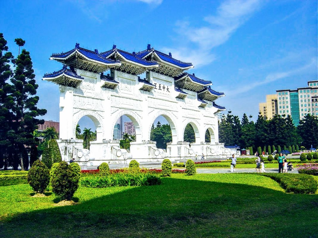 Entrance to the Shang Kai-Shek Memorial Hall