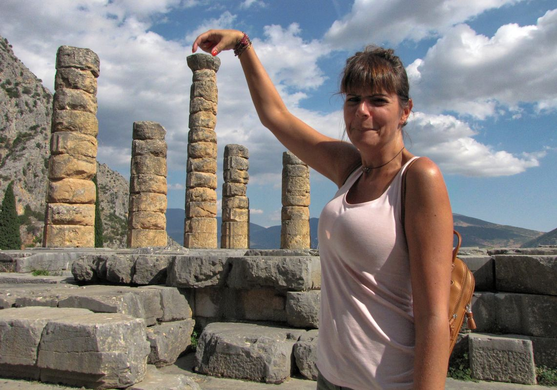 Bulding Apollo's temple columns...