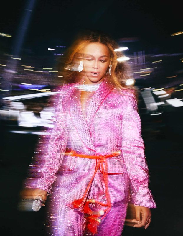 Andrew White's best photograph_ Beyoncé exits the stage glimmering _ Photography