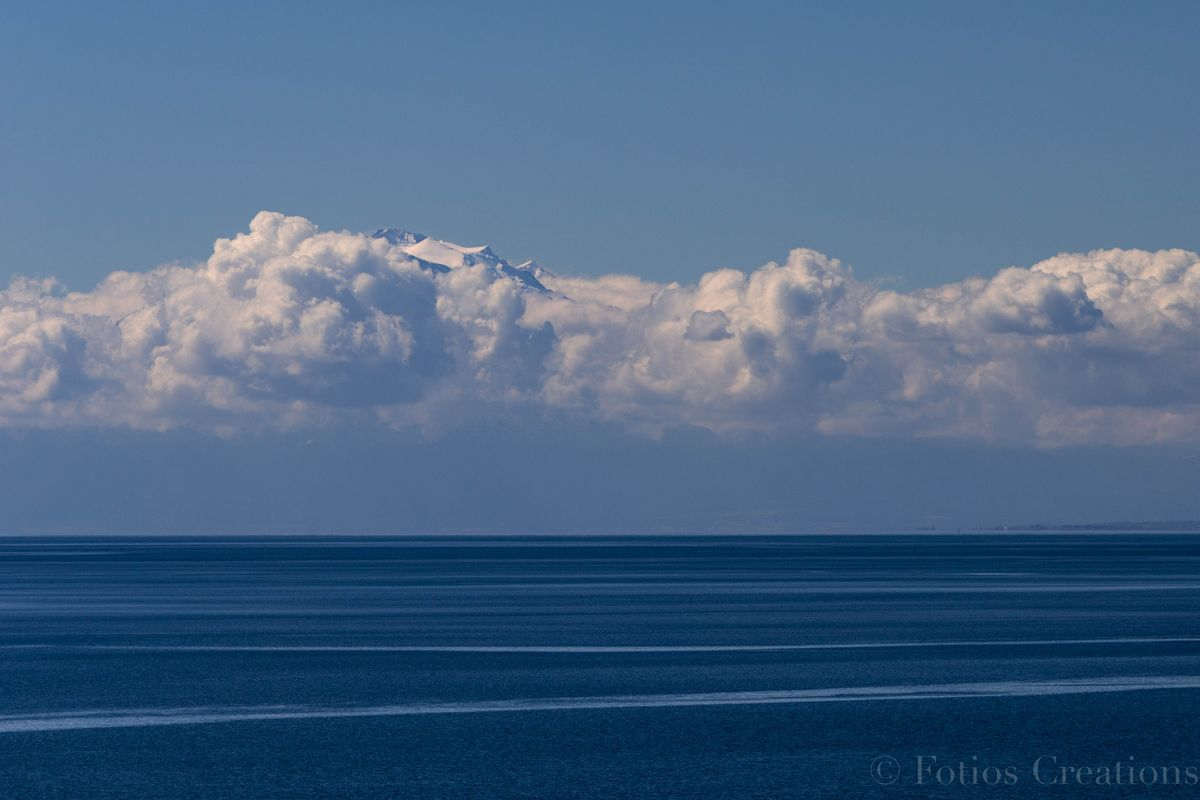 Zeus is gathering clouds
