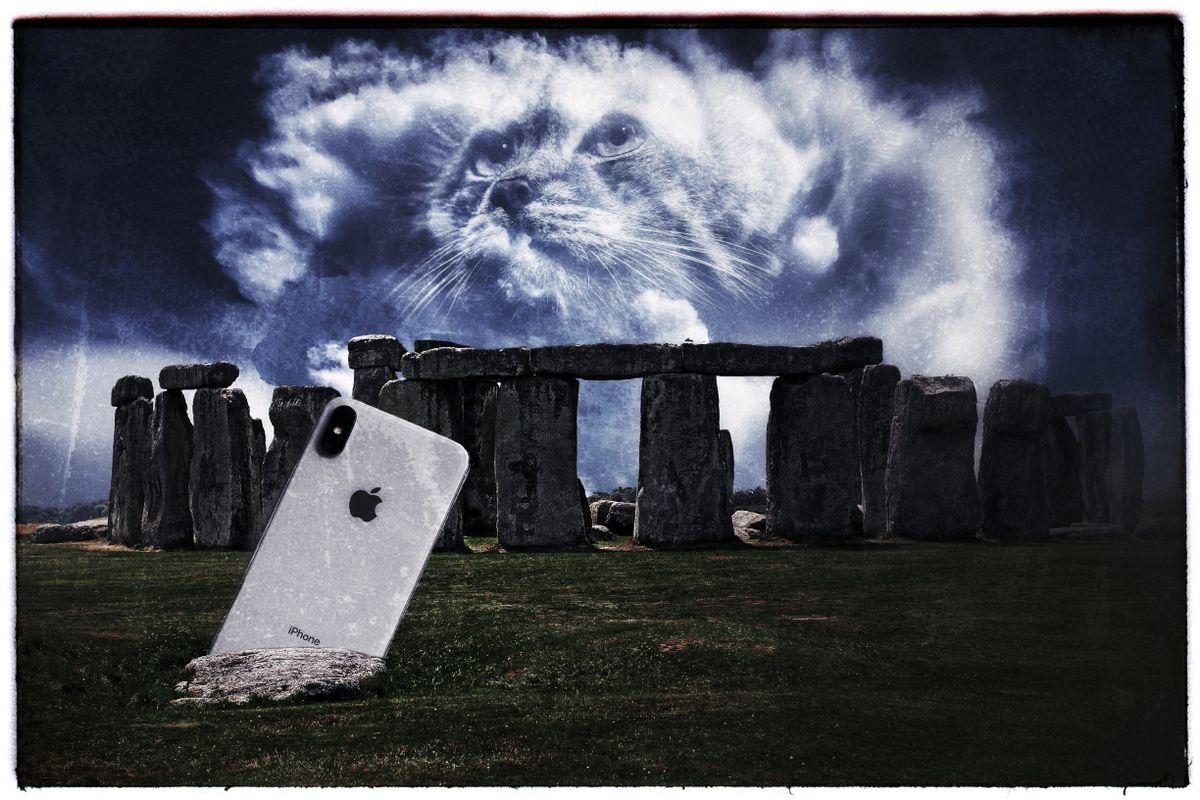 Iphone_Cat_Stonehenge