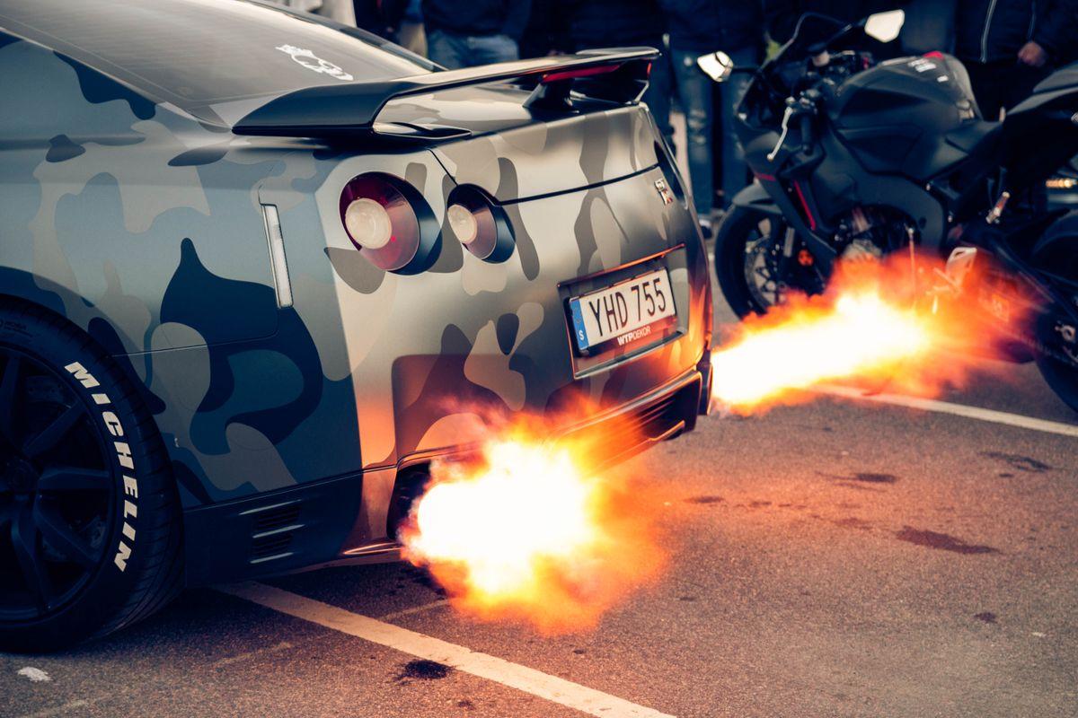 Nissan GT-R Flames