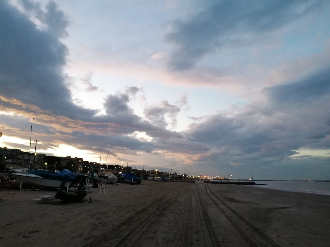 Cloudy sunset at the beach - Tramonto nuvoloso in spiaggia