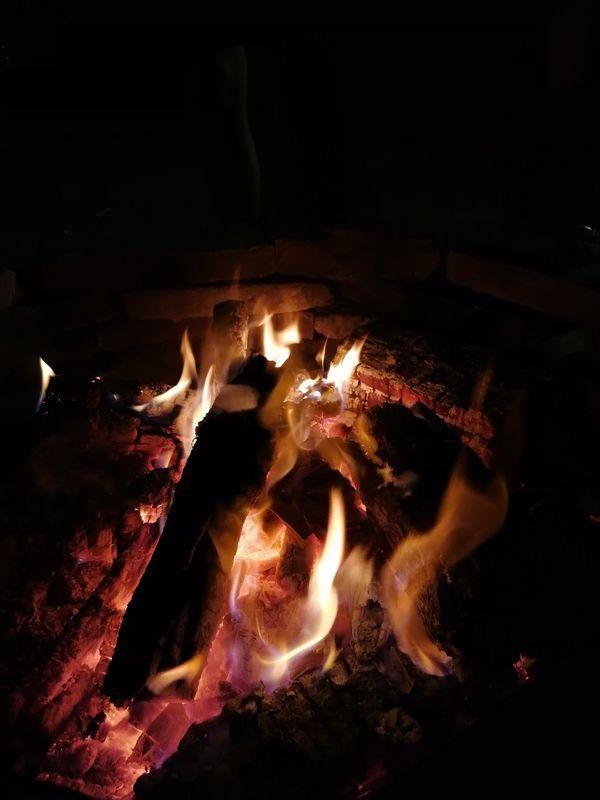 Evening around the bonfire - Serata intorno al falò