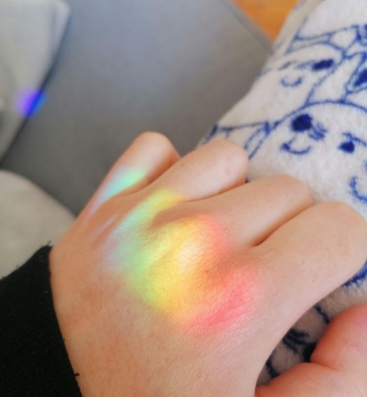 Rainbow on my hand - L'arcobaleno sulla mano