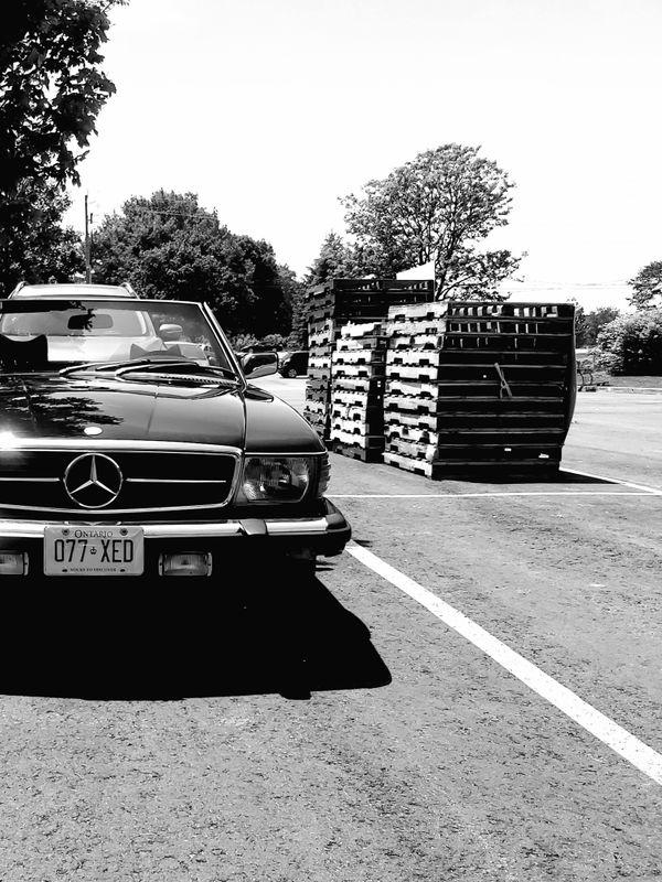 B&W Mercedes-Benz