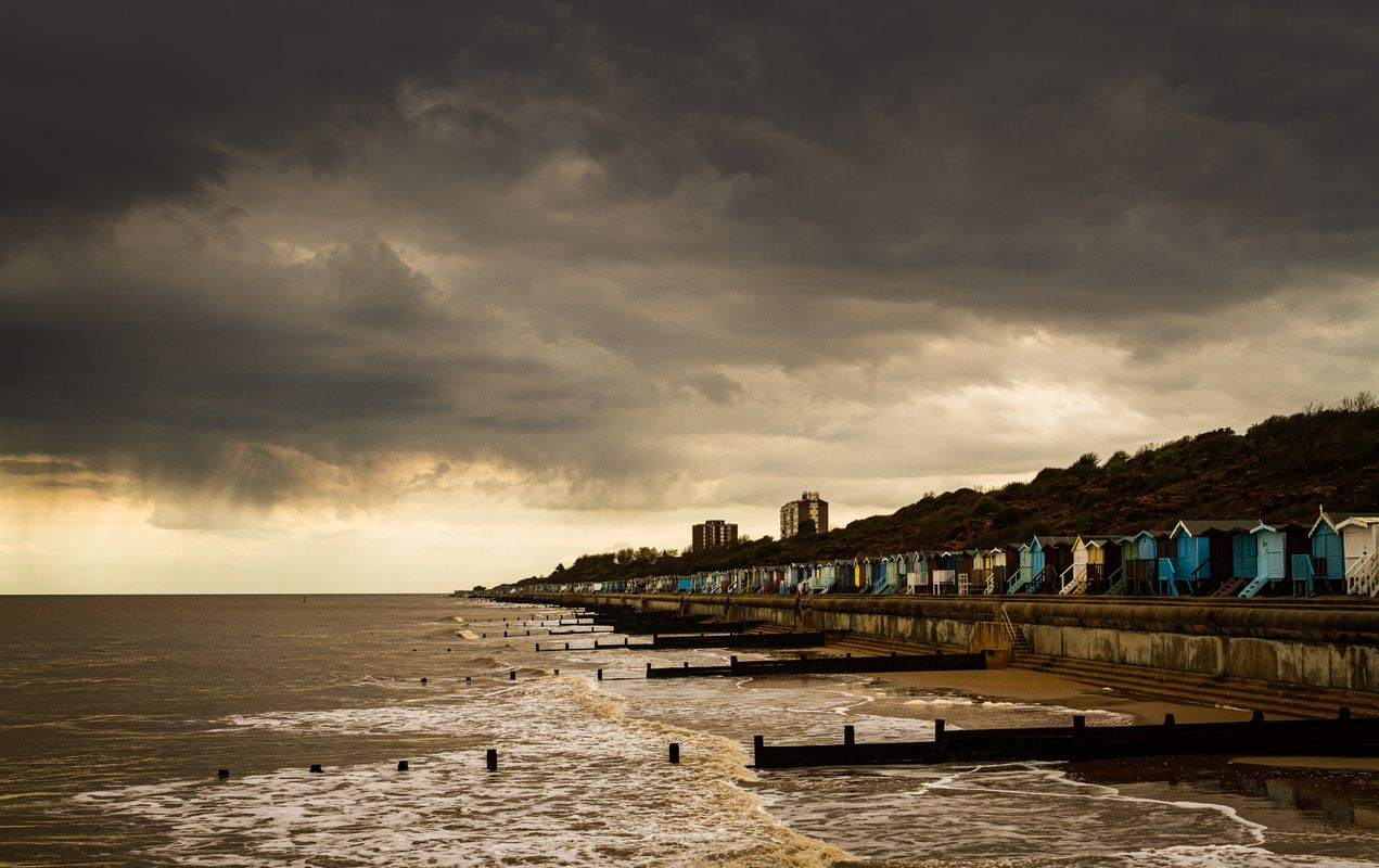 Stormy skies at Frinton on Sea        6167