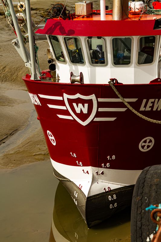 The colourful ship, the Lewis Andrew moored up at low tide in Leigh-on-Sea    5019