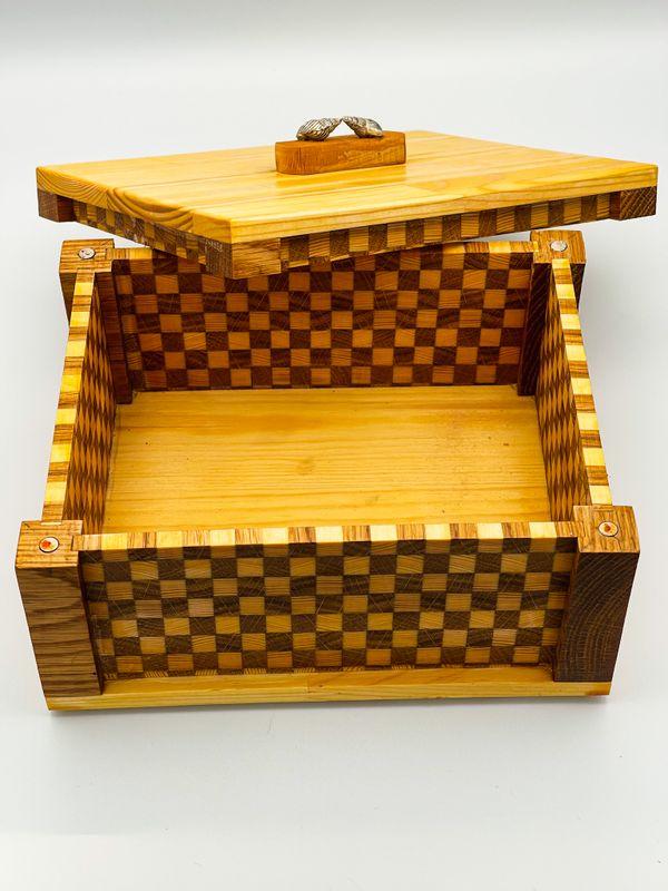 Chequerboard box
