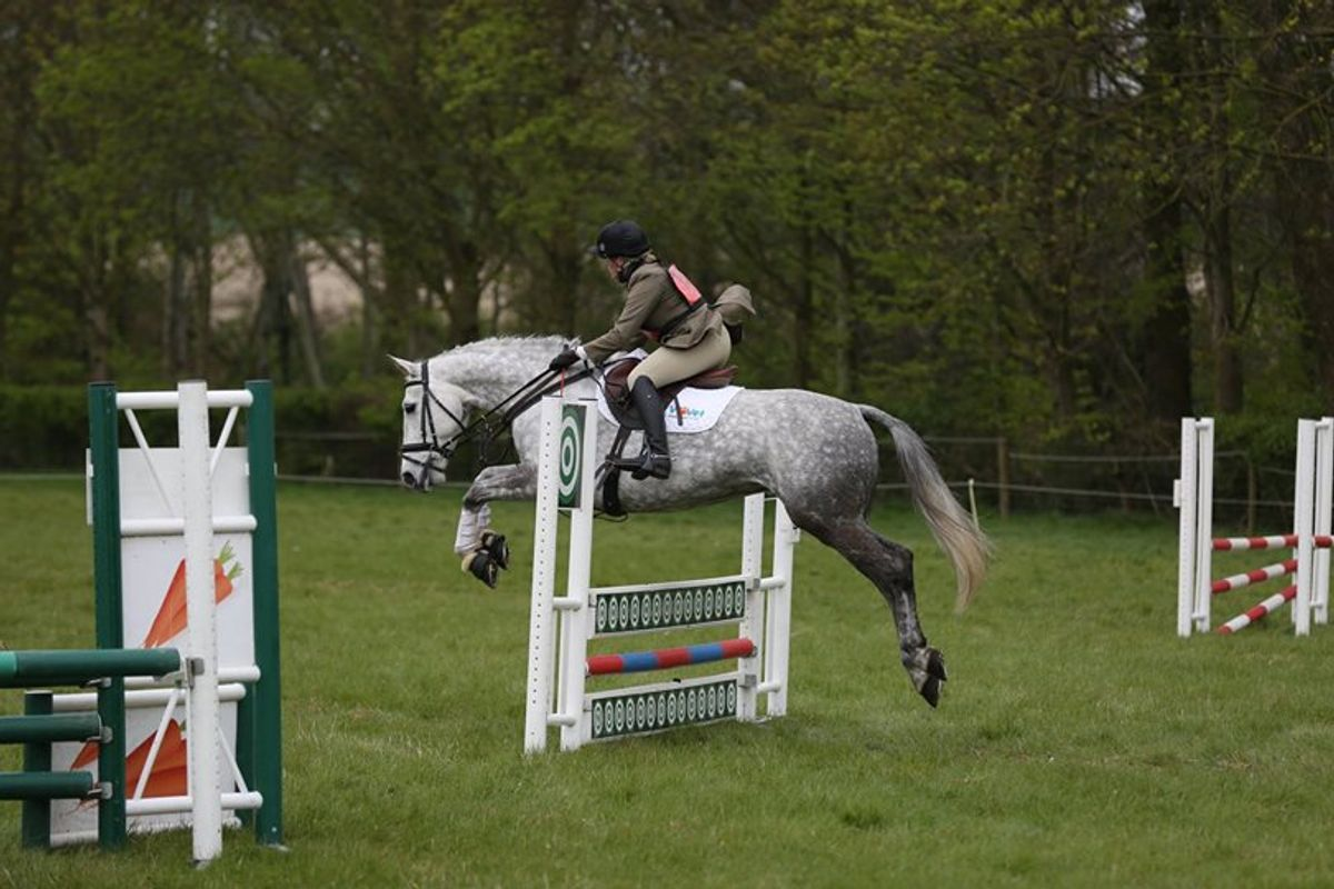 Amber Mael competing Thyme at a british eventing event