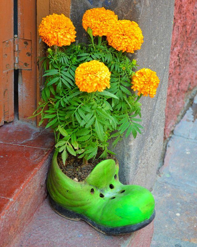 Ceramic shoe flowerpot