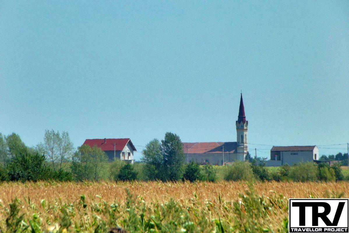 Distant view of Zadareni village