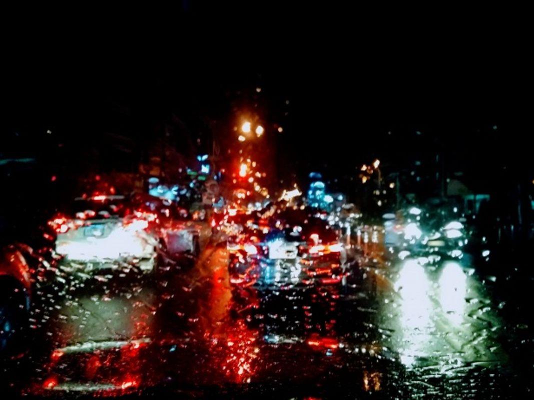 Night-driving-in-rain
