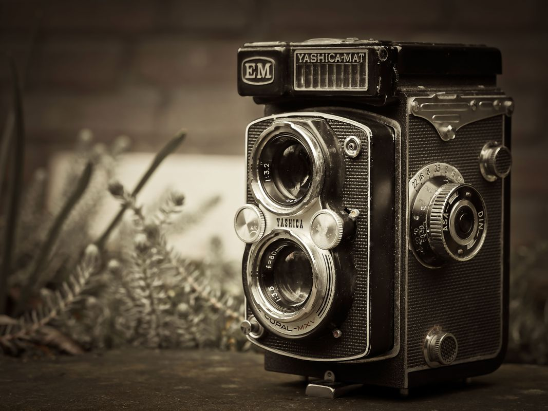 Black-and-white-camera-photography-vintage