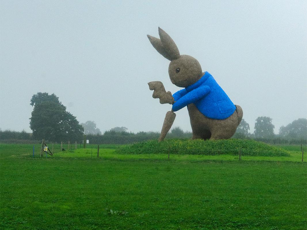 Peter Rabbit straw sculpture at Snugbury's