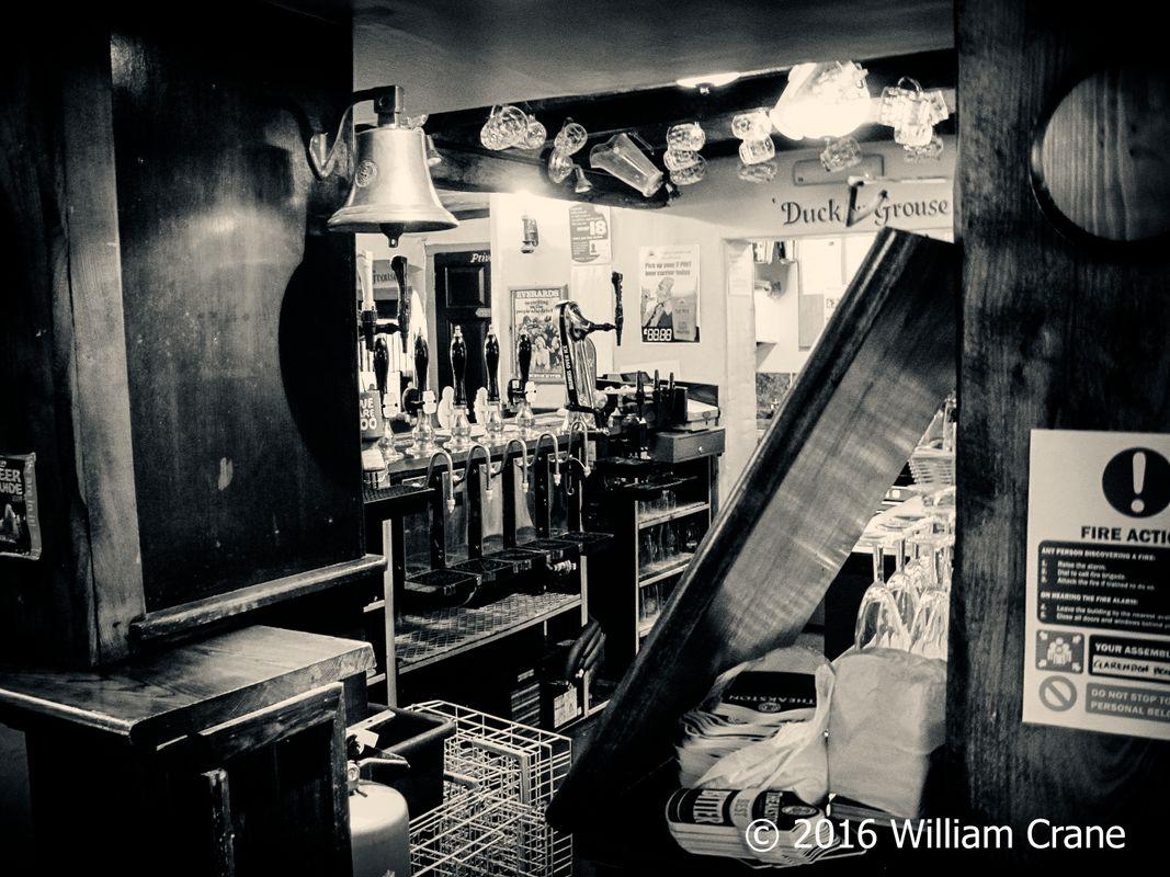 Pub bar bandw
