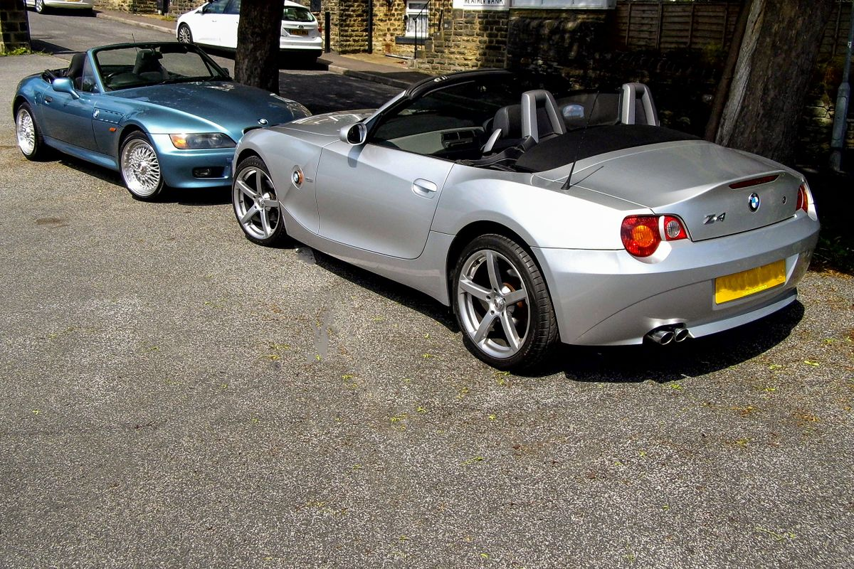Z4 Noses Together with the Z3