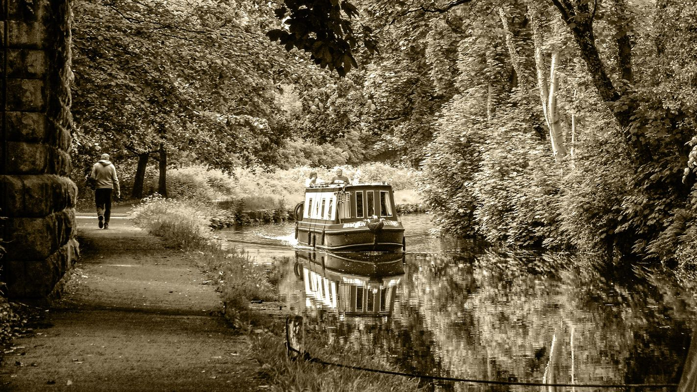 Narrowboat on the Calder & Hebble