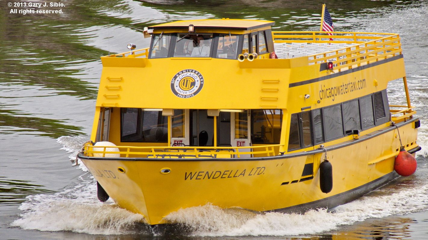 Water Taxi on the Chicago River (2013-05-25 11-14-58a)