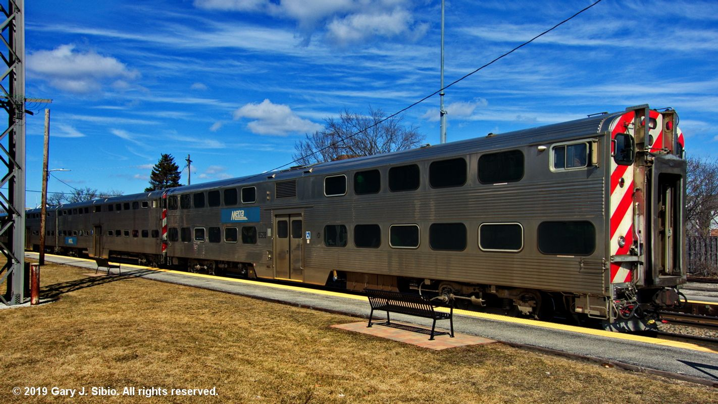 Southbound Metra Commuter Train at the Morton Grove Station (2019-03-16 13-50-43_01)
