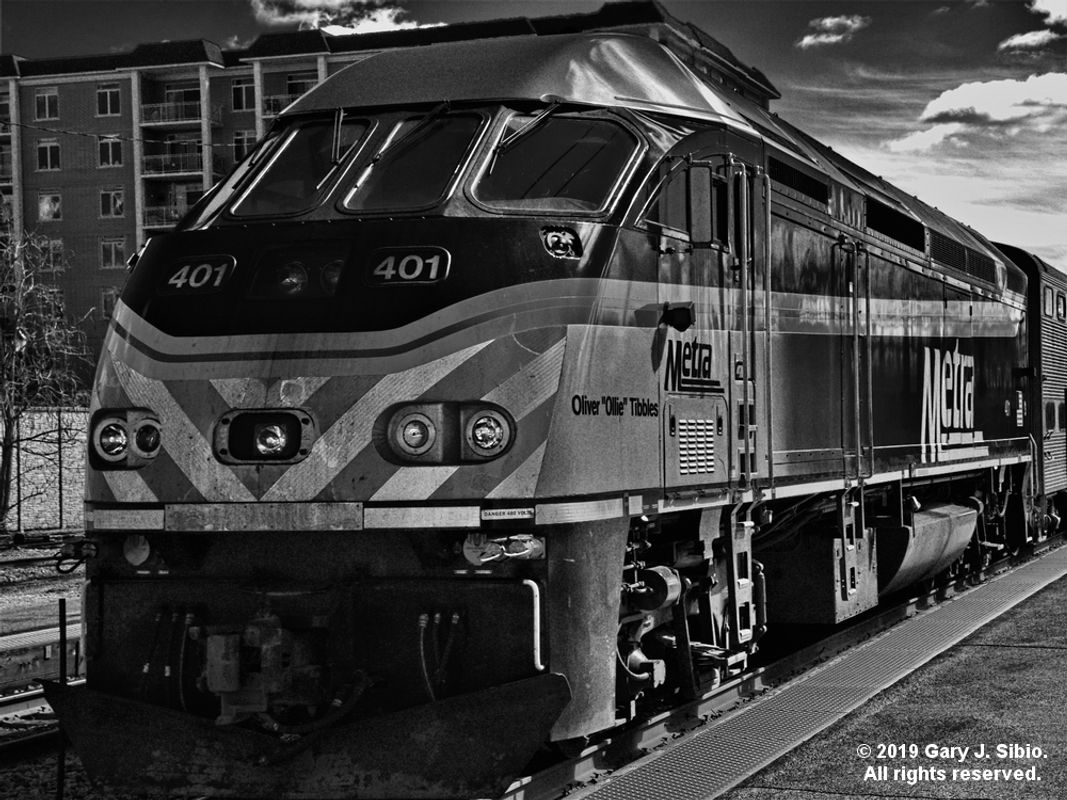 Southbound Metra Commuter Train at the Morton Grove Station - Black & White Version (2019-03-16 13-52-10_01)