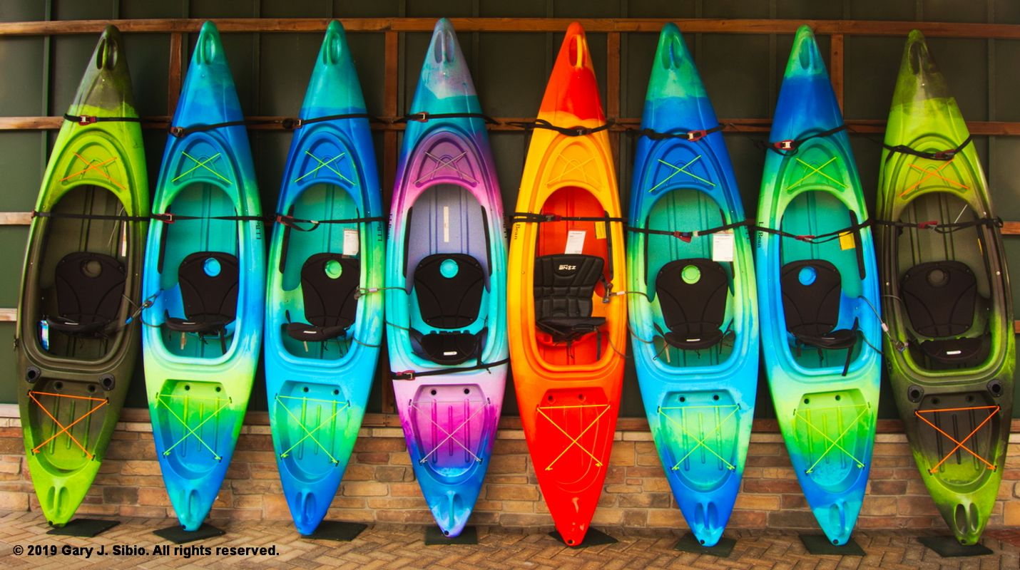 Colorful Kayaks at LL Bean in Old Orchard Shopping Center (2019-06-06 16-25-49_01)