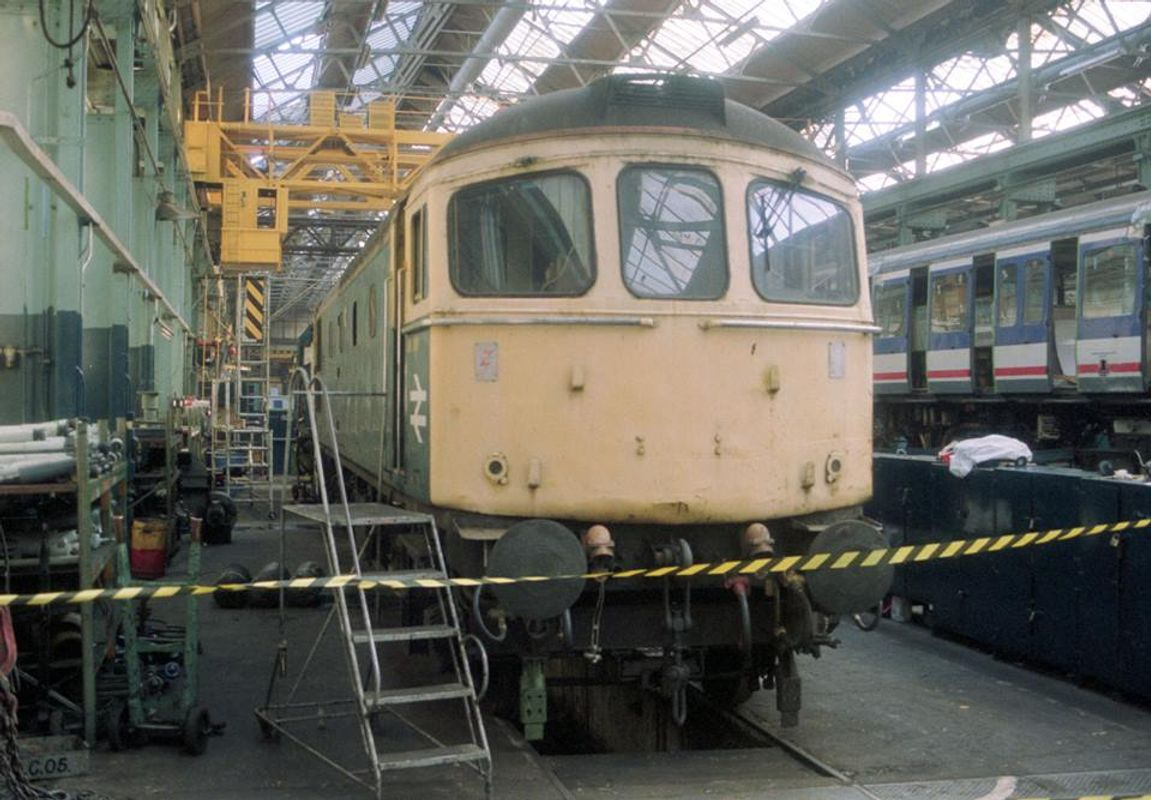 33006 @ Eastleigh Works after withdrawl 26sep91 - Neil Cannon