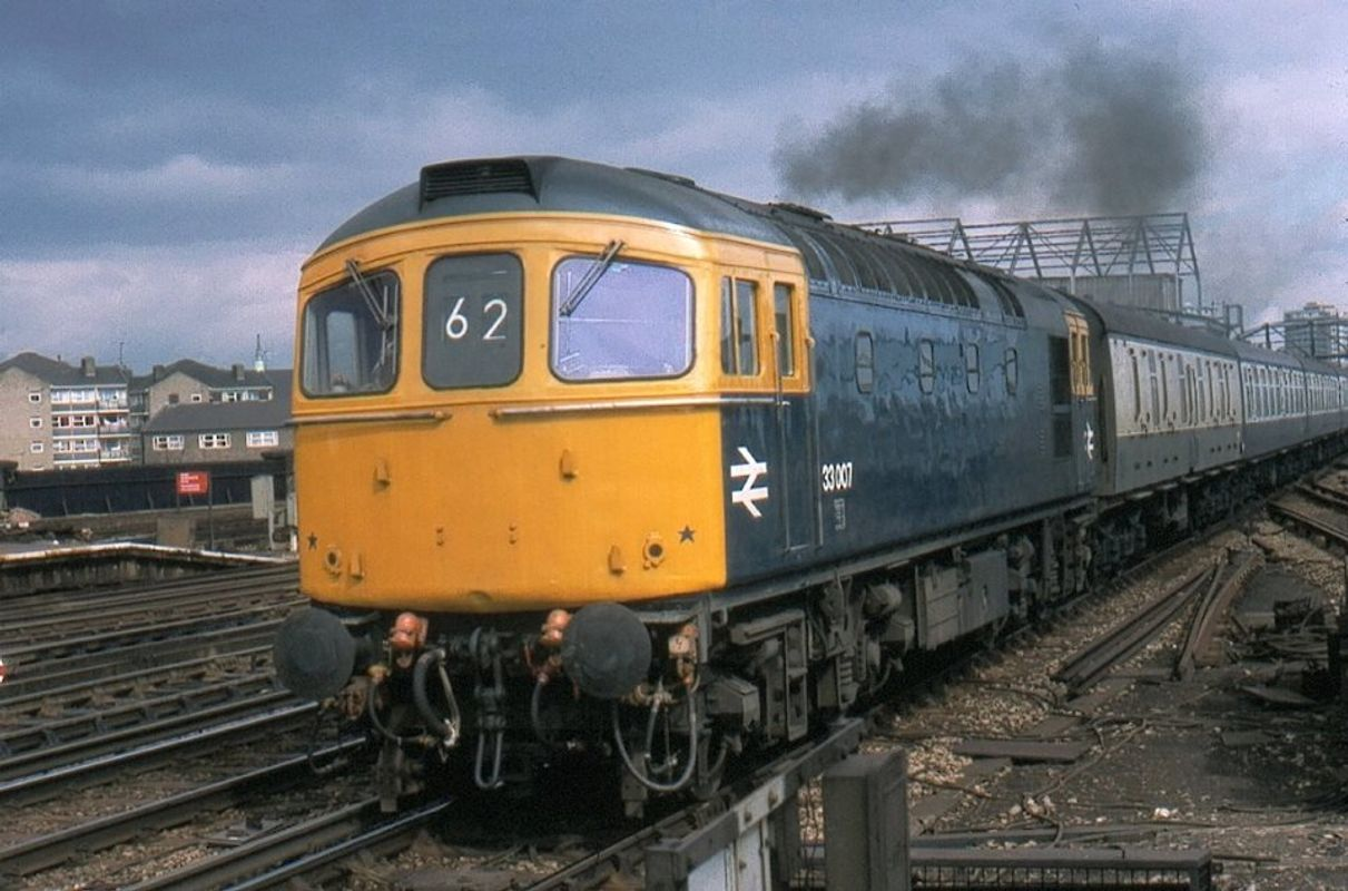 33007 passing Clapham Junc 27mar78 - Nick Darsley