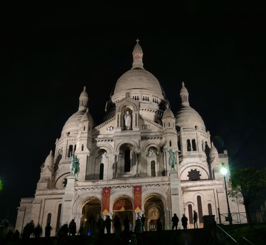 Basilique du Sacré-Cœur, Paris, at night