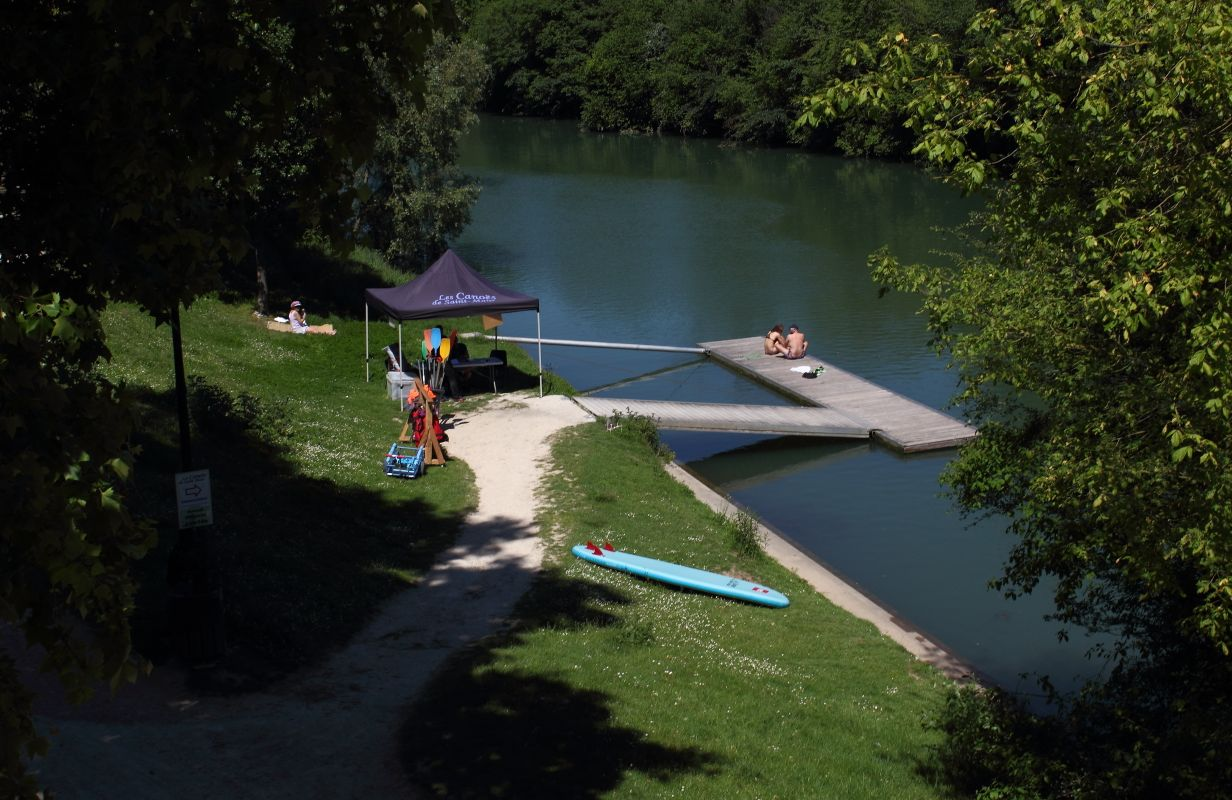 A small paddlers' rental spot