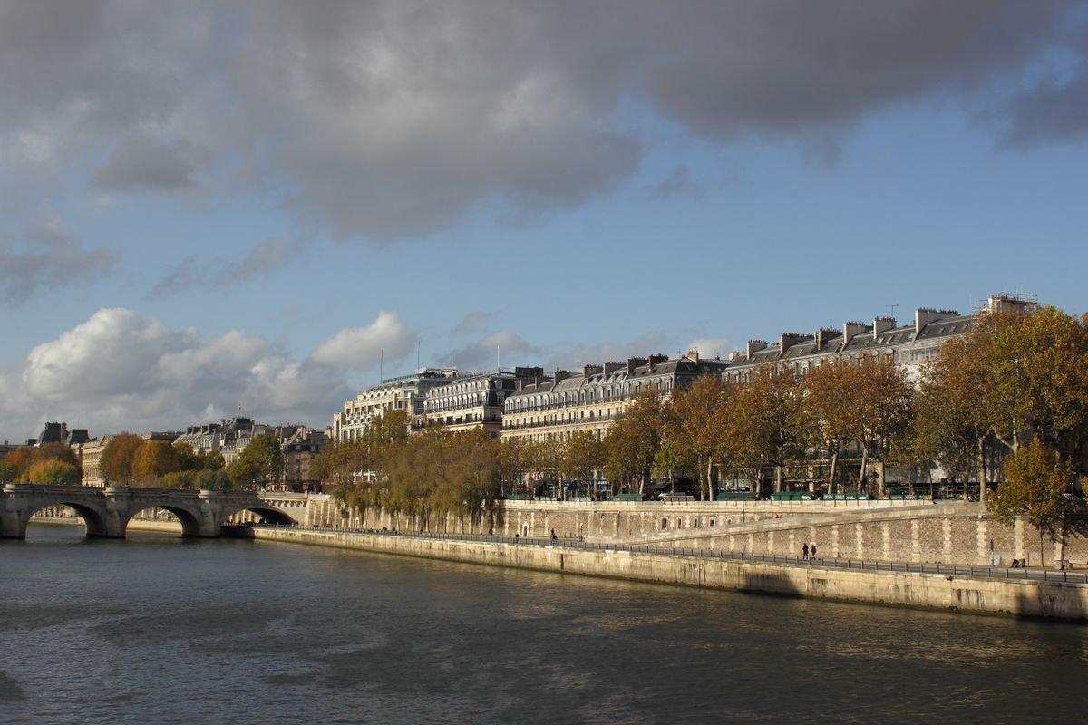 Riverwalk near the Pont-Neuf 2
