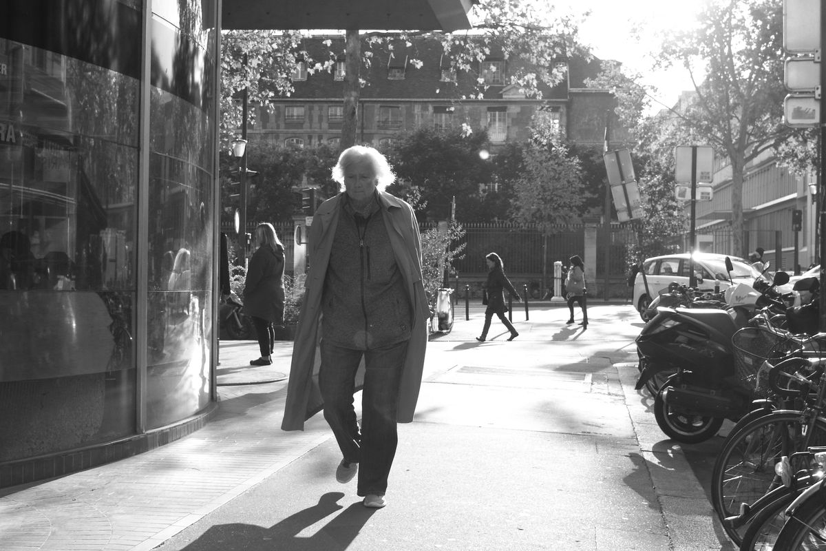 White-haired man - contre-jour