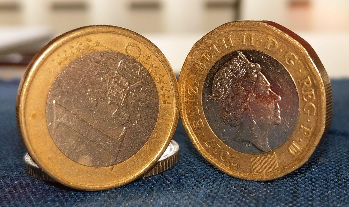 Pound Coin vs Euro