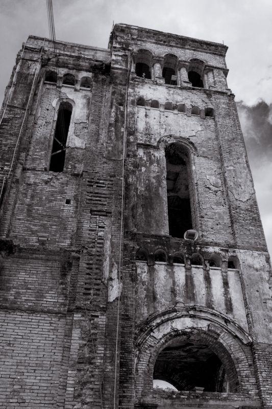 Destroyed church in b&w